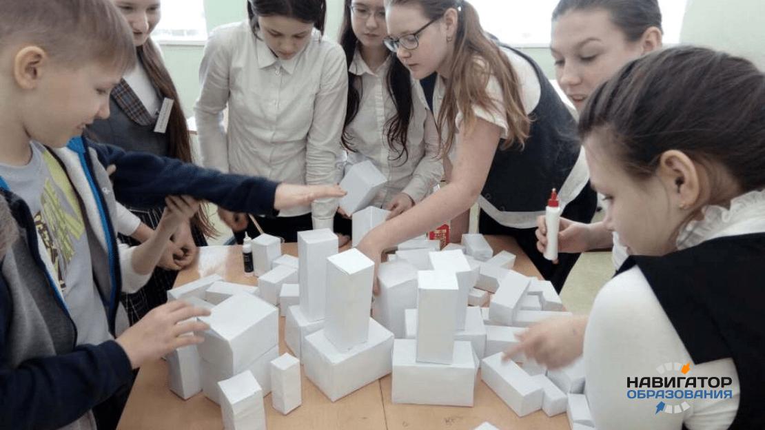 В школе №1788 на парных уроках дети учат английский на физкультуре, а биологию на географии