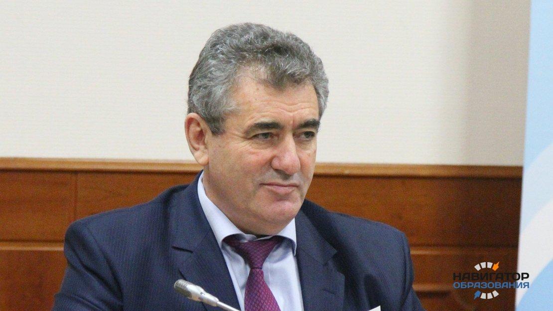 Исаак Калина - глава Департамента образования Москвы