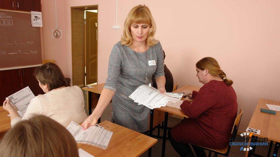 С будущего года за работу на ЕГЭ учителям будет платиться полноценная компенсация