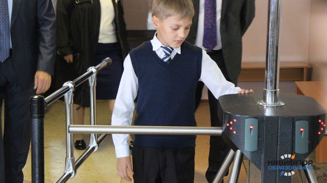 Правительство Москвы готово убрать из школ турникеты