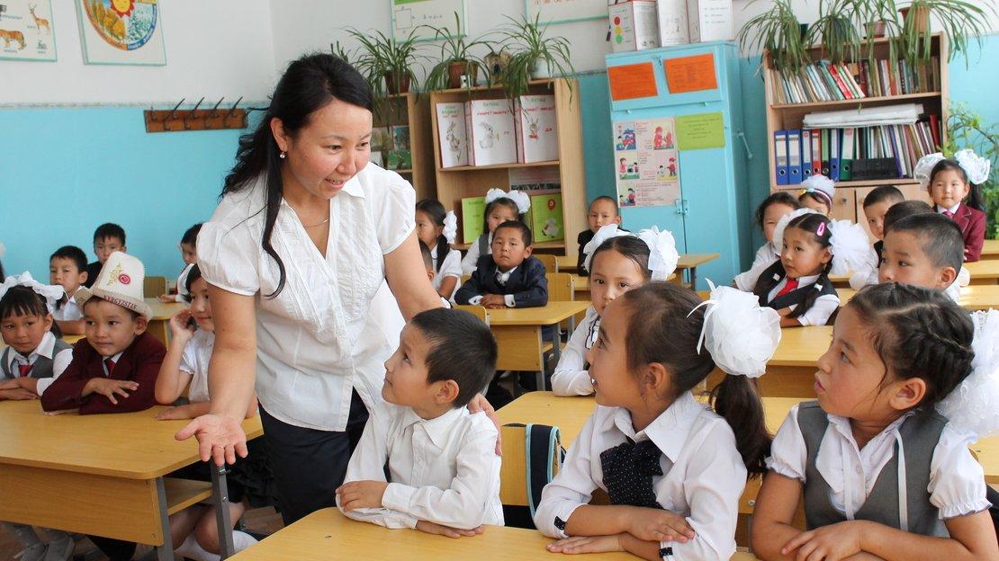 Лицеи Киргизии просят срочно прислать им учителей русского языка