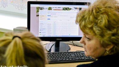 Треть школ России используют электронный журнал