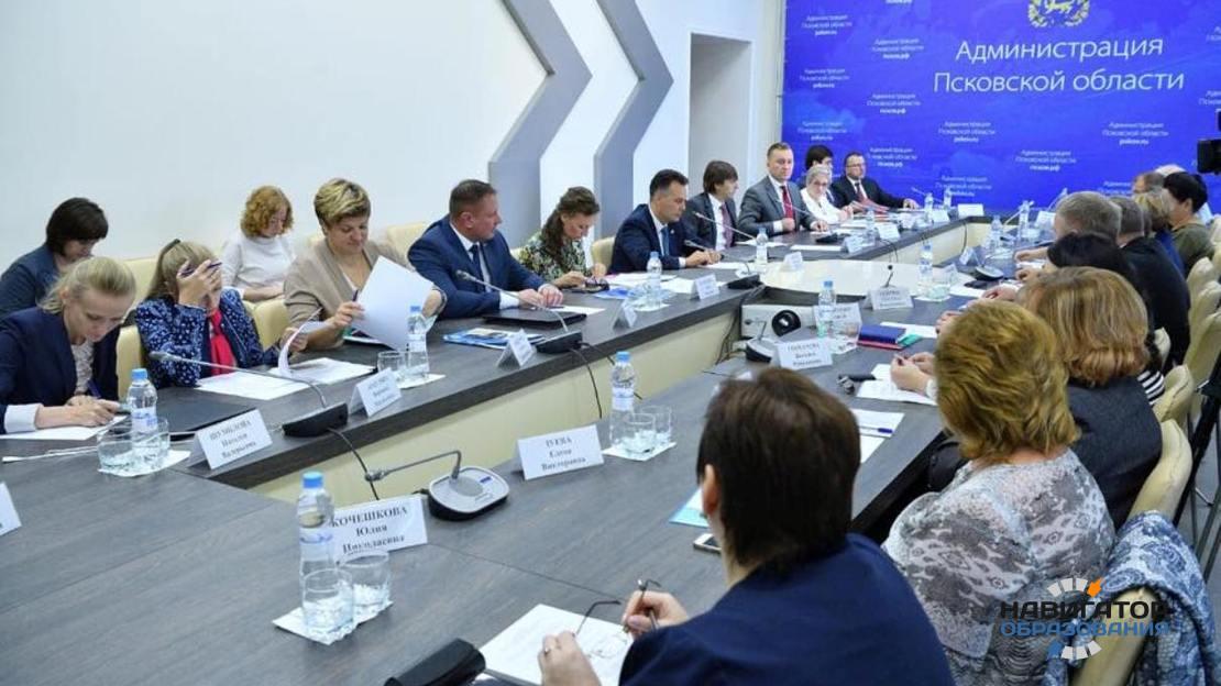 Заседание в Пскове по вопросам работы органов опеки и попечительства