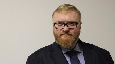 Виталий Милонов призывает запретить ученикам красить волосы и пользоваться косметикой