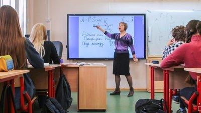 Средняя зарплата московских учителей составляет 107,6 тысяч рублей