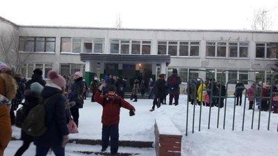 В школах Сибири прошла эвакуация людей из-за сообщения о бомбах