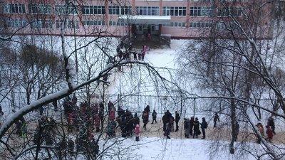 Школы Великого Новгорода закрыли из-за звонков о минировании