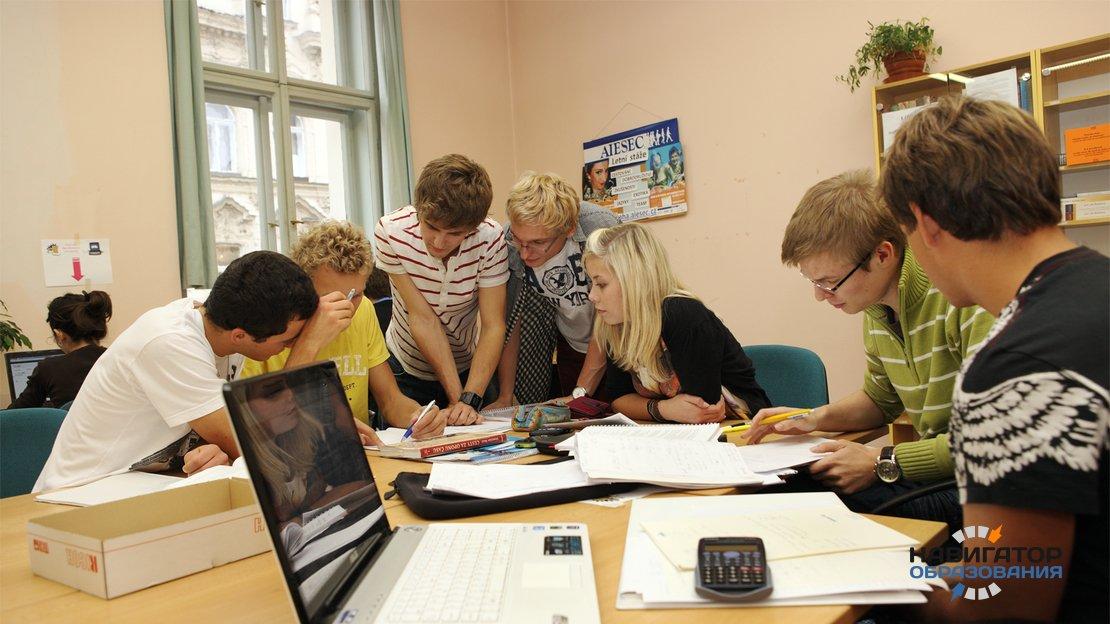 Минтруд РФ назвал сферы, в которых отмечается избыток квалифицированных специалистов
