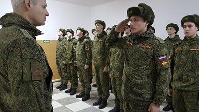 Президент РФ подписал закон, уравнивающий студентов в правах на отсрочку от армии