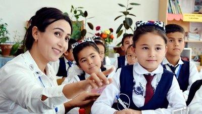 Власти Узбекистана планируют довести заработную плату учителей до тысячи долларов