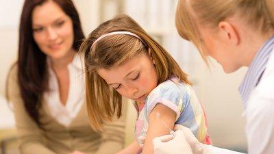 Министерство просвещения РФ обнародовало разъяснения о посещении школ детьми без прививок