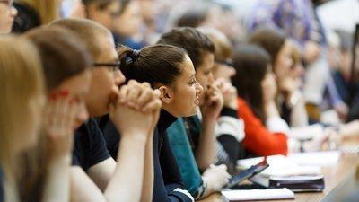 Почти 70% граждан РФ хотят вернуть систему распределения выпускников вузов
