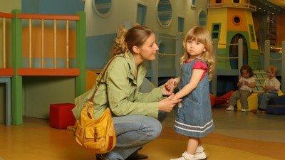 Д. Медведев поручил оптимизировать графики работы детских садов и школ