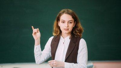 Правительство РФ внесло в Госдуму проект закона, разрешающий студентам работать в школе