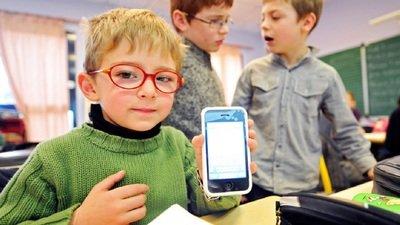 Свыше 60% граждан России поддерживают запрет гаджетов в школе