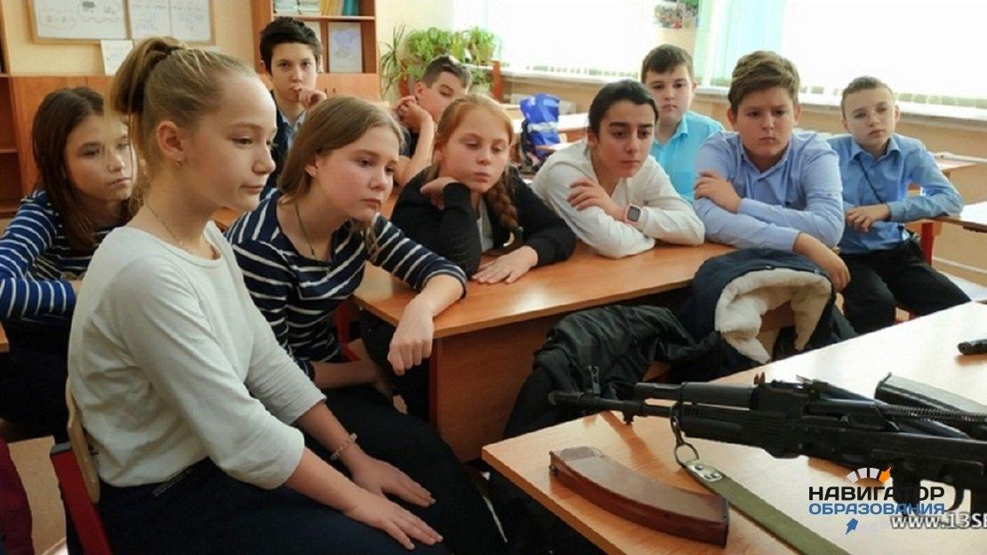 В Госдуме допустили возможность введения в школах факультатива по начальной военной подготовке