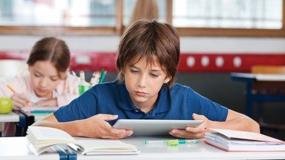 Главный детский офтальмолог Минздрава РФ: необходимо ограничить школьников в использовании гаджетов