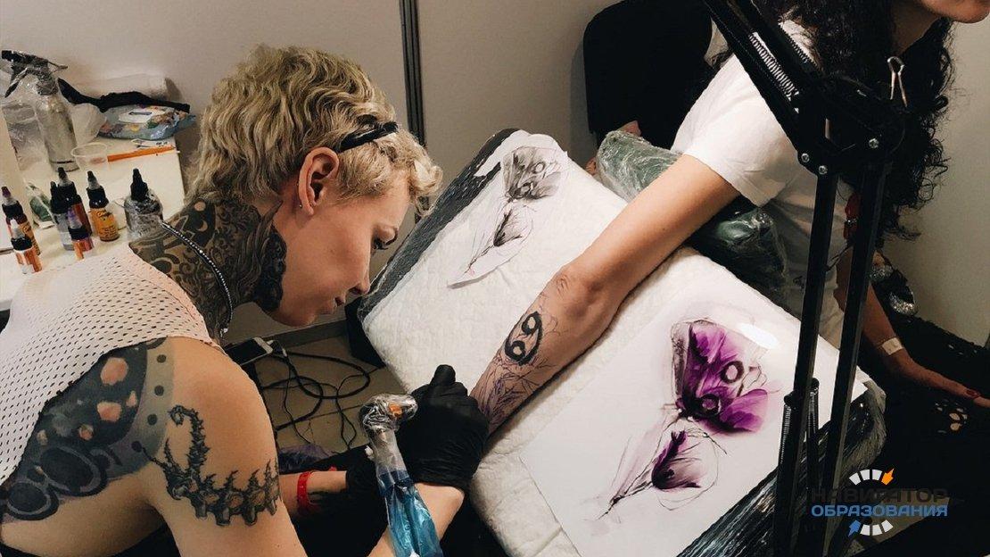 В Госдуме предложили запретить подросткам наносить татуировки