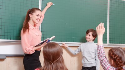 В октябре Минпросвещения РФ планирует завершить проект новой системы мотивации педагогов