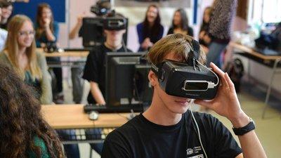 В ДВФУ занимаются подготовкой программ по освоению школьных курсов с использованием VR-технологий