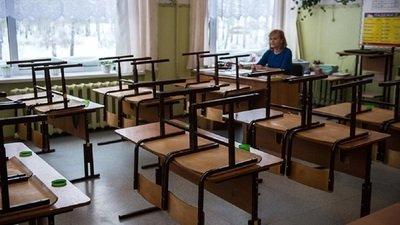 Педагогов ряда российских школ обязали приходить в школы в период каникул