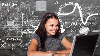 Учителя РФ на дистанционном обучении вынуждены больше работать