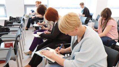 С 15 июня Минпросвещения РФ запустит программы профпереподготовки для лишившихся работы россиян