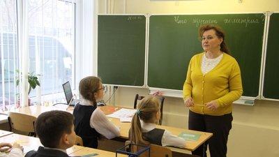 От трудоустроенных до 2012 года педагогов больше не будут требовать наличия профильного образования