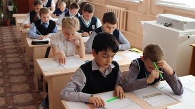 Учебный год в российских школах начнётся с проверок и контрольных работ
