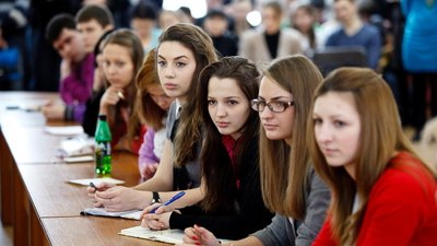 Стипендии студентам российских вузов планируют увеличить в четыре раза