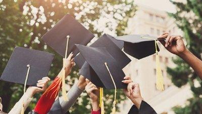 В Госдуме РФ предложили выдавать выпускникам вузов 500 тысяч рублей