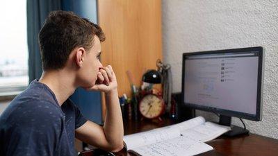 В Минпросвещения РФ эпидемиологическую ситуацию в российских школах назвали управляемой