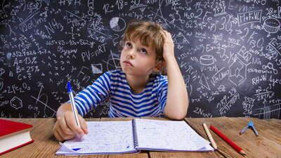 Для школьников с нарушением письма и чтения изменят систему оценивания