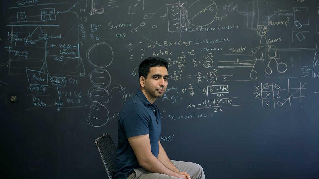 Сократить дистанцию: основатель Khan Academy советует, как учить детей на удалёнке