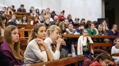 О выплатах студентам-медикам и привлечении студентов педвузов к заменам в школе на платной основе