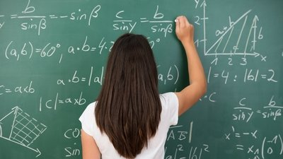 Президент РФ поручил установить приоритет математики и информатики в школьном учебном плане