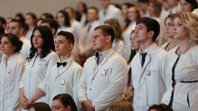 Сергей Миронов предложил разрешить выпускникам медицинских вузов работать без аккредитации