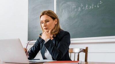 Для защиты педагогов от оскорблений родителей предлагают создать этический кодекс поведения в чатах