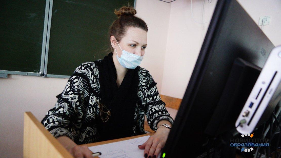Депутаты Госдумы РФ предложили установить выплату компенсаций учителям за дистанционную работу