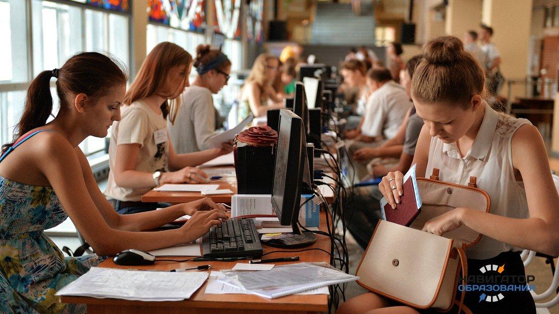 Минпросвещения поддержало инициативу внедрения QR-кодов в аттестаты школьников и учащихся колледжей