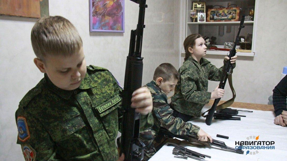 Школьницы РФ смогут поступить в центры начальной военной подготовки