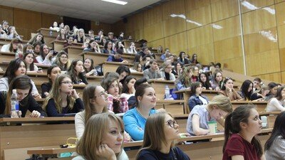 Минздрав напомнил о необходимости студентам пройти вакцинацию от COVID-19 до середины июля