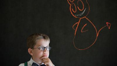 Детская агрессия: что делать, если ребенок дерется со сверстниками?