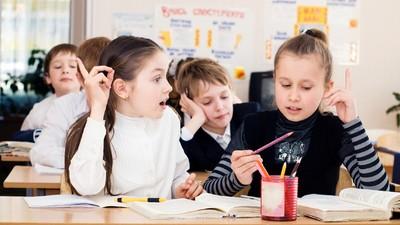 В московских школах оценки могут заменить на «плюсы» и «галочки»