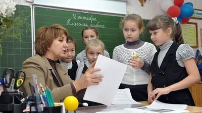 Основная часть работы учителей выходит за пределы педагогики