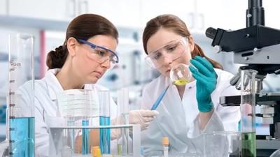 Больше половины россиян связывают будущее своих детей с наукой