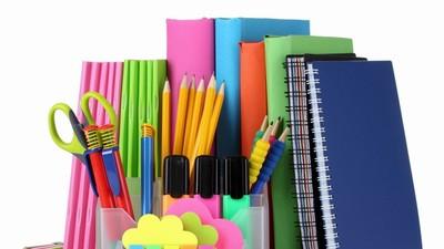 ВЦИОМ: расходы россиян на покупку детям тетрадей и учебников в школу сократились