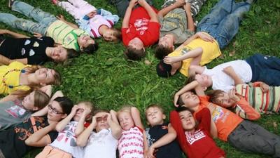 Чем занимаются российские школьники в период летних каникул