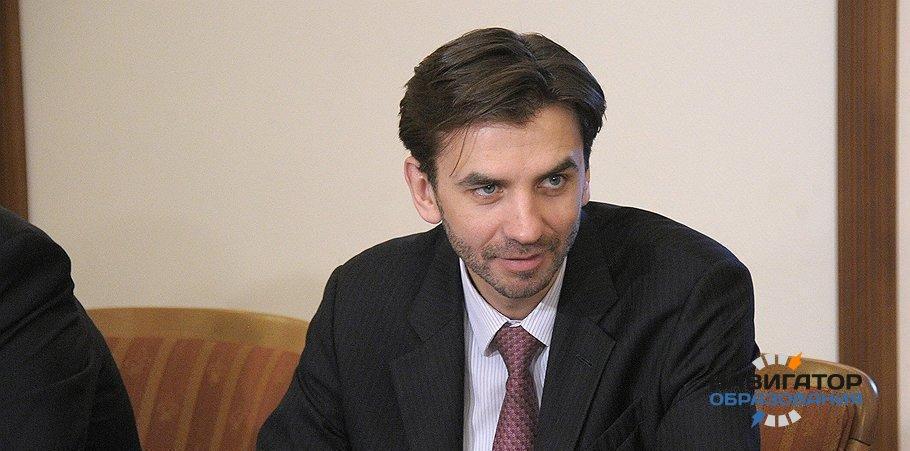 М. Абызов предложил снизить бумажную нагрузку на учителей публикацией первичных статсведений