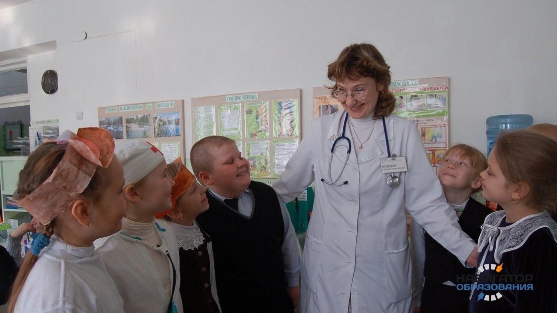 «Единая Россия» выступила за возвращение медкабинетов и врачей в школы